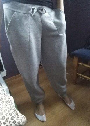 Kup mój przedmiot na #vintedpl http://www.vinted.pl/damska-odziez/spodnie-inne/16489941-szare-dresy-szerokie-wiazane-z-kieszeniami