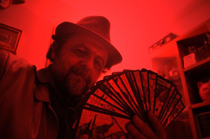 Francesco Le Mat con il Golden Wirth Tarot