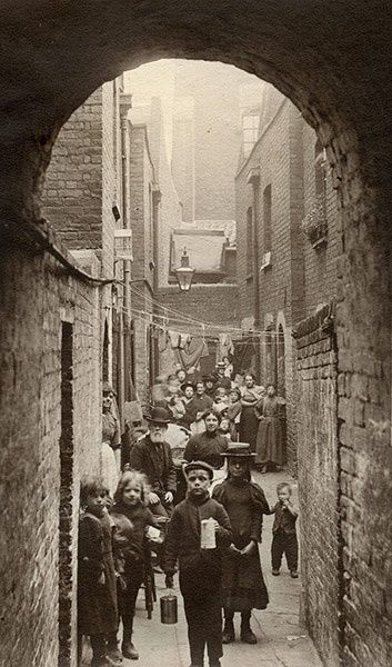 Spitalfields nippers: rare photographs of London street kids in 1901 – in pictures | Art and design | The Guardian
