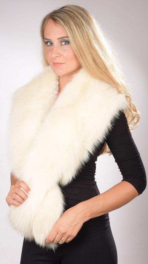 Collo in pelliccia in vera volpe bianca naturale. Ideale per spose e matrimoni invernali. Prodotto lavorato artigianalmente a mano. Made in Italy.  www.amifur.com
