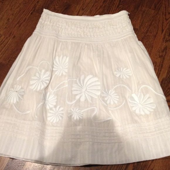 BCBG stunning Dressy skirt Stunning, dressy white max azria collection skirt A-line gorgeous embroidered detailed on skirt. Like new!! Lined. Max Azria collection Skirts A-Line or Full