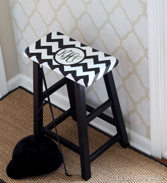 DIY Monogram stool: Diy Houses, Chevron Stools, Monograms Chevron, Furniture Makeover, Diy Crafts, Diy Monograms, Monograms Stools, Bar Stools, Stools Ottomans
