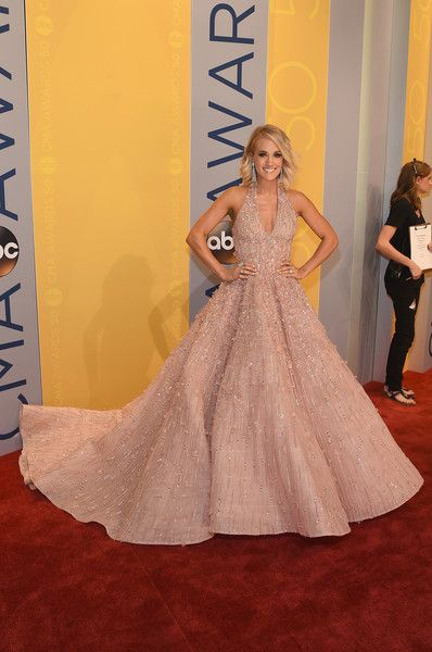 Carrie Underwood Photos Photos - Carrie Underwood arrives on the red carpet at the The 50th Annual CMA Awards at Bridgestone Arena on November 2, 2016 in Nashville, Tennessee. - The 50th Annual CMA Awards - Carrie Underwood Fashion