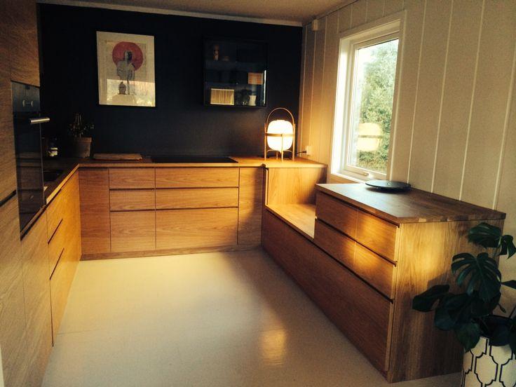 Fint kj?kken med Ikeaskrog, Studio10 fronter i eik og eikebenk! # ...
