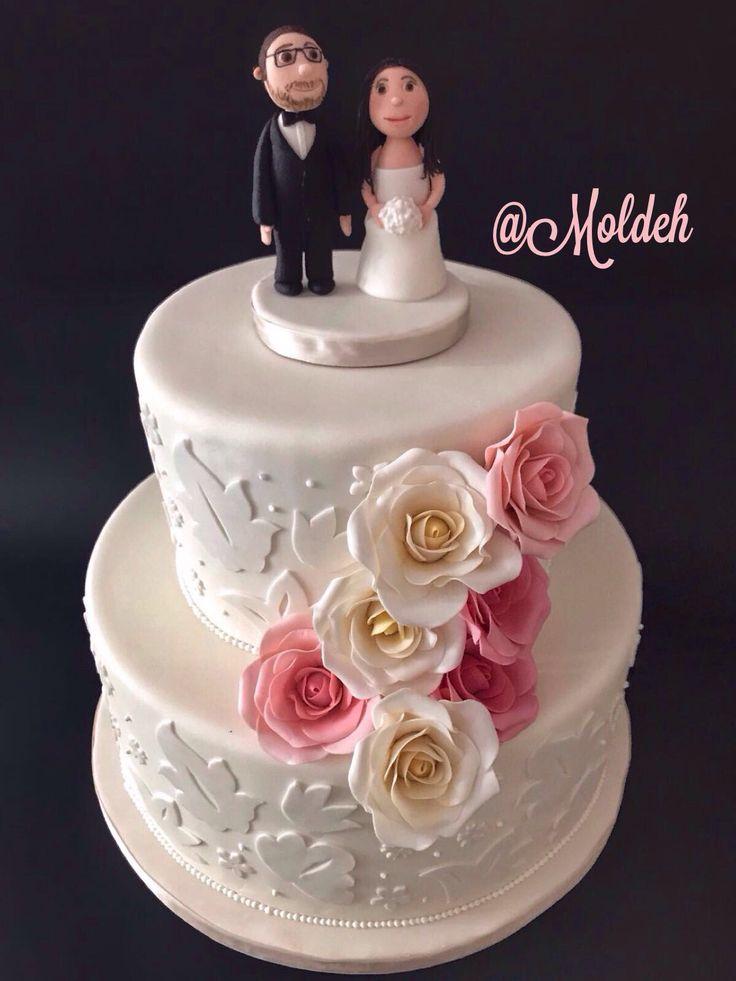 Pastel con diseño de hojas y rosas para Boda // Roses and white leaves wedding cake