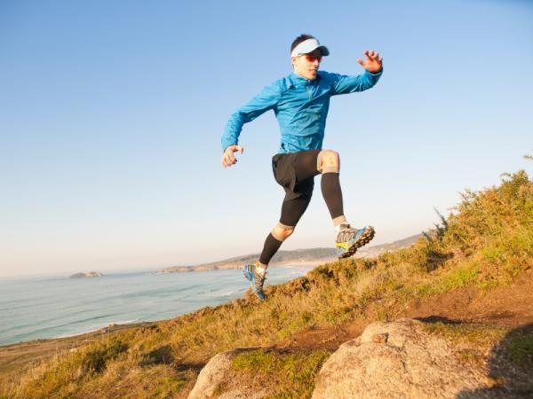 Comment préparer un Ultra-Trail. L'Ultra-Trail est une course en montagne, dont le parcours peut varier de 42 à 195 kilomètres. Ils ont été conçus pour être réalisés en une journée, bien que certains coureurs puissent prendre plus de...