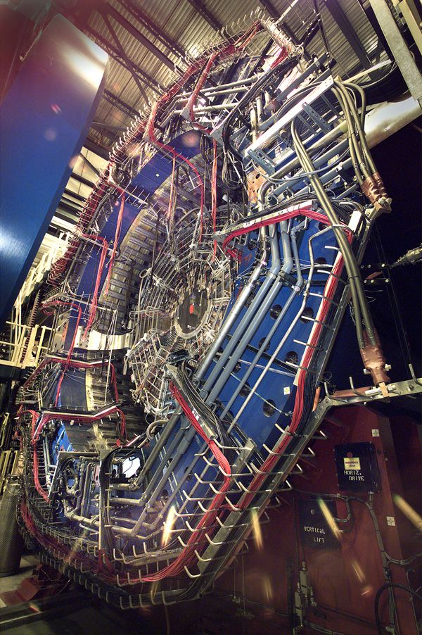 The Solenoidal Tracker at RHIC (STAR) specializes in tracking particles produced by each ion collision at RHIC. It is used to search for signatures of the quark-gluon plasma. It is also used to investigate the behavior of matter at high energy densities. And it is a beast.: Awesome Sciencey, Collid Rhic, Particle Collid, Particle Produce, Track Particle, Ion Collies, Rhic Stars, Ion Collid, Heavy Ion