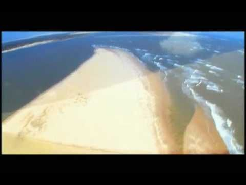Olá a todos, o parque nacional dos Lençóis Maranhenses fica no norte do Brasil, estado do #Maranhão. Com um perímetro de 270 km e 156 584 ha de área, o parque está inserido no bioma costeiro marinho. O parque abriga aproximadamente 90 000 ha de dunas livres e lagoas de água doce, além de grandes áreas de restinga e de costa oceânica. A faixa de dunas avança, a partir da costa, de 5 a 25 km em direção ao interior.  #Brasil #Brazil #turismo #tourism #RBVconsultoria