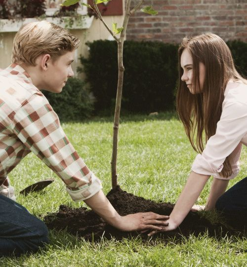 Flipped (2010) / Directed by Rob Reiner, novel by Wendelin Van Draanen. I adore this movie because it wasn't like any movie that I seen, I love how they tell the story from both the boy side and the girl's. It's like a kiddie love story but in some part it's funny and cute. It was too adorable I couldn't get enough of it.