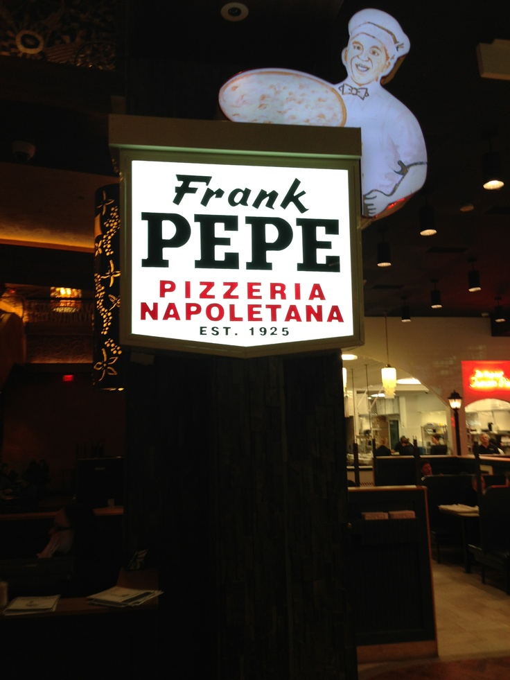Frank Pepe's Pizza - Mohegan Sun - best clam pizza ever!