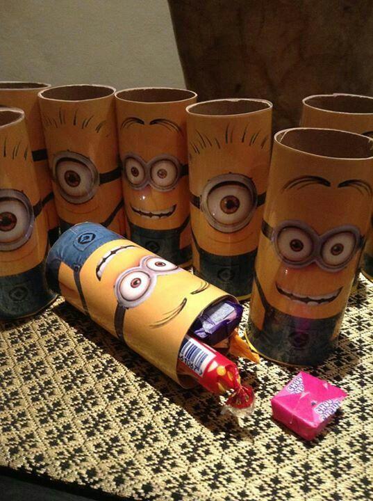 Comienza la aventura organizando una fiesta cumpleaños con estos encantadores y simpáticos esbirros, llamados Minions. ¿Cómo hacerla? Aquí algunas ideas.......RECICLAJE TUTORIAL