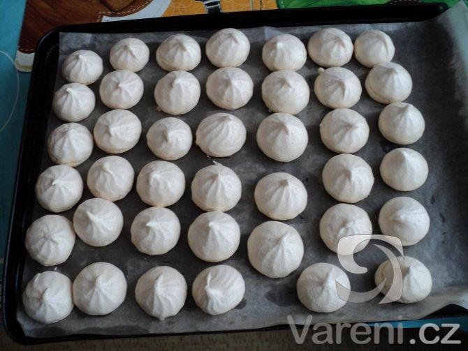 Recept Sněhové pusinky - Sněhové pusinky podle receptu jen cukr jemný krystal…