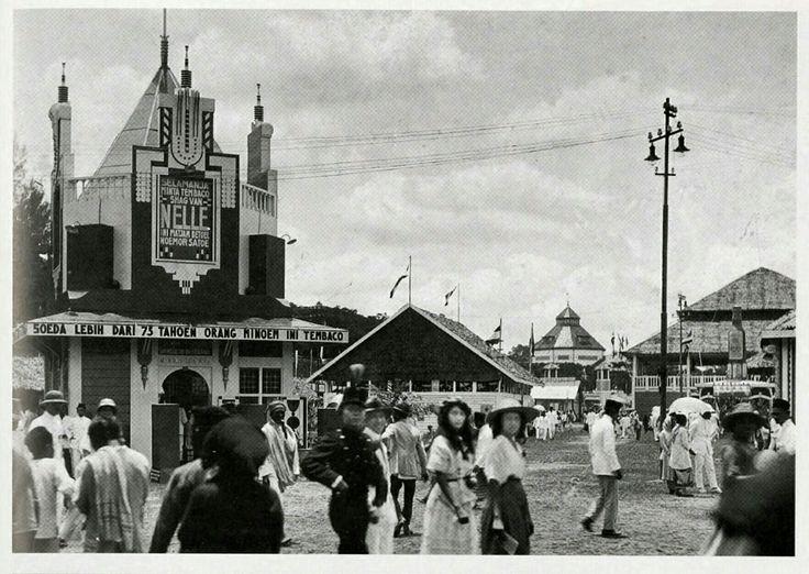 Pasar Malam van Medan aan de Esplanade Medan 1923.