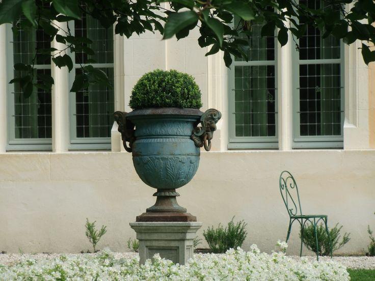 Musée Jean de La Fontaine   Château Thierry France   garden vase jardin buxus box tree metal chair   vsbl photography