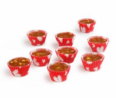 Knäckkola är ett klassiskt recept som många starkt förknippar med julgodis. Kolan har en söt och god smak av sirap, socker, grädde och mandel. Många praktiska tips medföljer även i detta perfekta kolarecept.