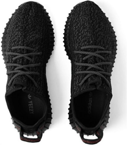 Nowy model Yeezy Boost 350 w odcieniu Pirate Black to dzieło rapera Kanyego Westa, na punkcie którego kilka miesięcy temu oszalano na świecie. Nawet w naszym kraju pod sklepem w Warszawie ustawiały się długie kolejki w celu zakupu tych butów, choć wtedy do sprzedaży trafiło jedynie 33 par tych butów. Choć są one stylowe, mają ciekawy design, to jednak ich koszt to około 900 złotych! #moda #facet #obuwie ##Adidas ## Yeezy Boost 350
