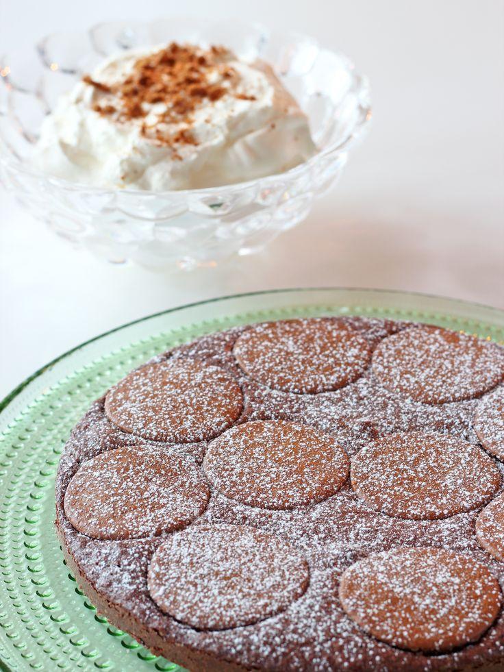 Brownie med pepparkaka.  Brownie with gingerbread.