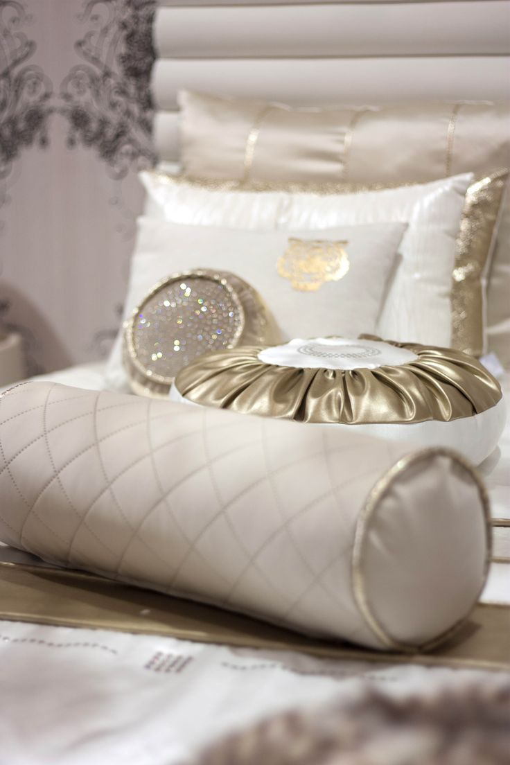 #RealClassic #GreenApple #GAhomestyle #homestyle #white #gold #pillow #swarovsky