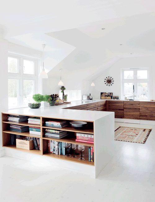 Mueble-libreria a medida en la casa de Adina y Erik Broady Aasebø • Wood and White contrast