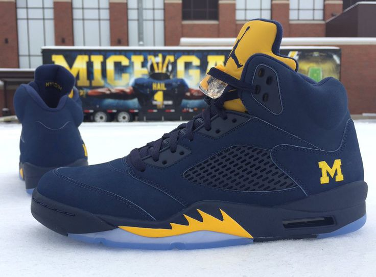 The Michigan Wolverines have an Air Jordan 5 Retro to play in. For more on  this awesome new college PE, tap the link in our bio.