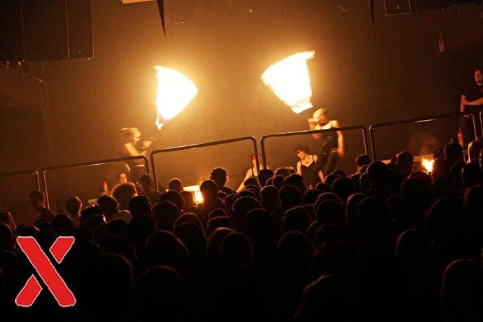Geburtstag der Disco X in Herford mit Femfire Feuerperformance