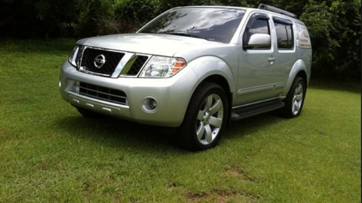 Nissan pathfinder 2010 con aros de armada