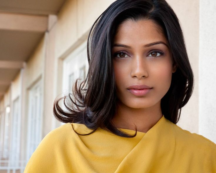 Freida Pinto with soft makeup and a face like a gosh darn ANGEL!