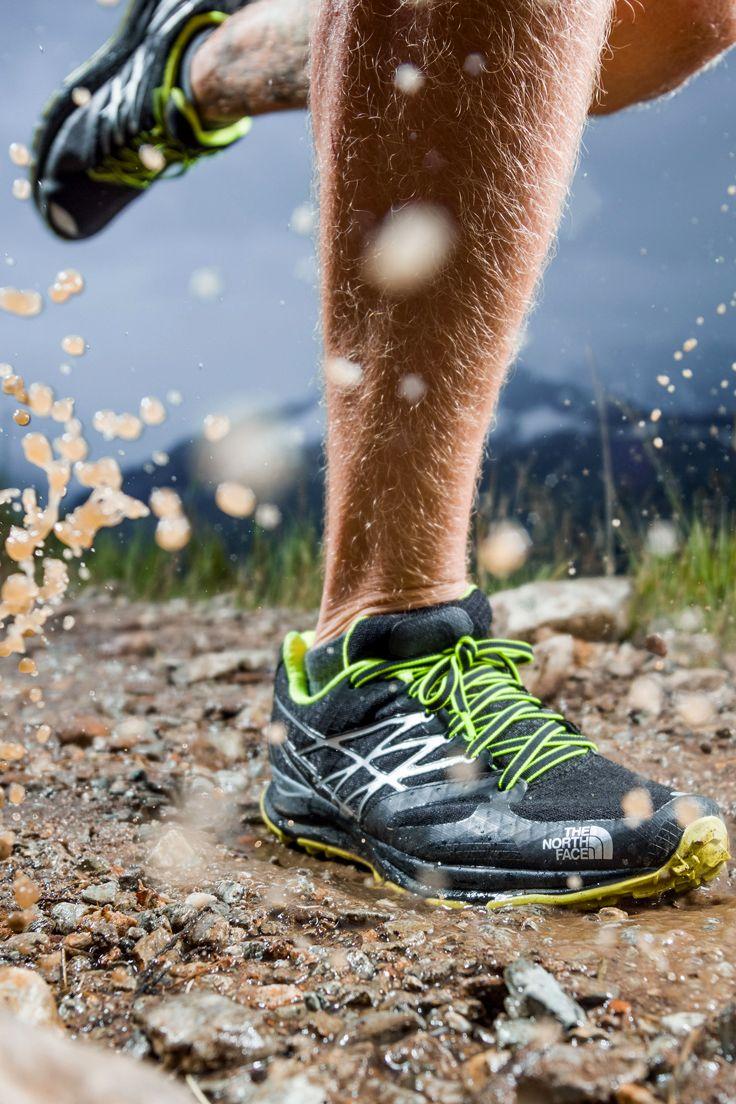 Alterna entre el pavimento y el sendero en carreras de aventura con estos cómodos y livianos zapatos de trail, que proporcionan máxima estabilidad y tracción en subidas, gracias a su suela Vibram®. #run #running #trailrunning