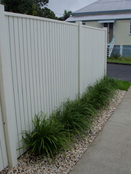 I am going to have to paint the fence to get rid of that horrible dark green. This looks so much better.