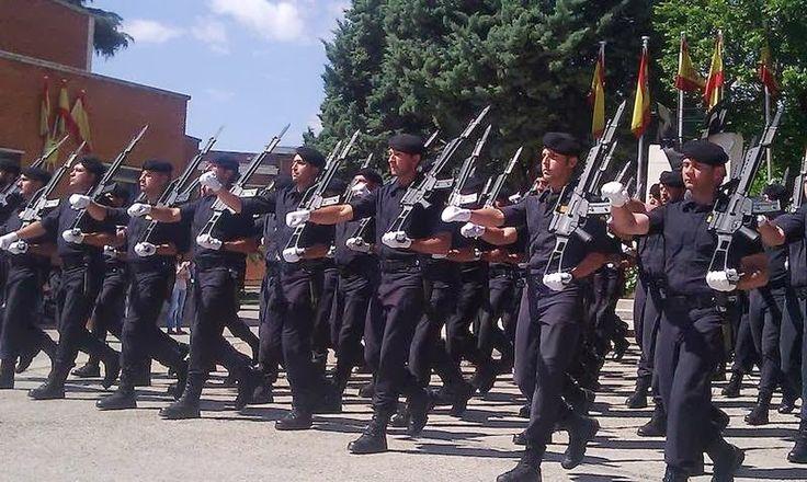 Parada del Grupo de Reserva de la Guardia Civil. El G36 de Heckler and Koch es uno de los Rifles de Asalto que más usan #airsoft