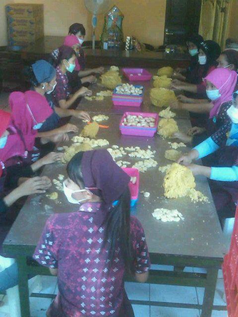 Proses pembuatan bakpia patuk #jogja (via Ariefwick)