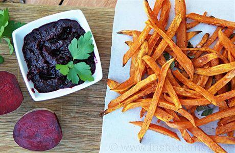 Kečup z červené řepy a hranolky ze sladkých brambor