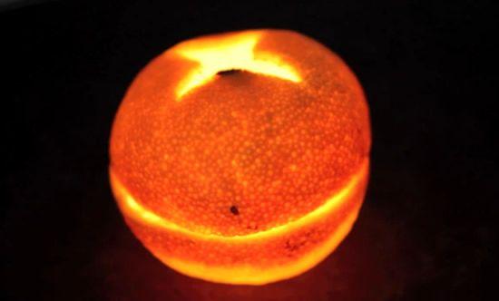 Vela feita de laranja