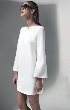 Maillot de bain : Très jolie robe trapèze à manches trompette très graphique