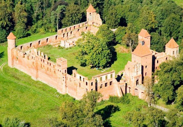 XIV-wieczny zamek Kapituły Pomezańskiej w Szymbarku z lotu ptaka