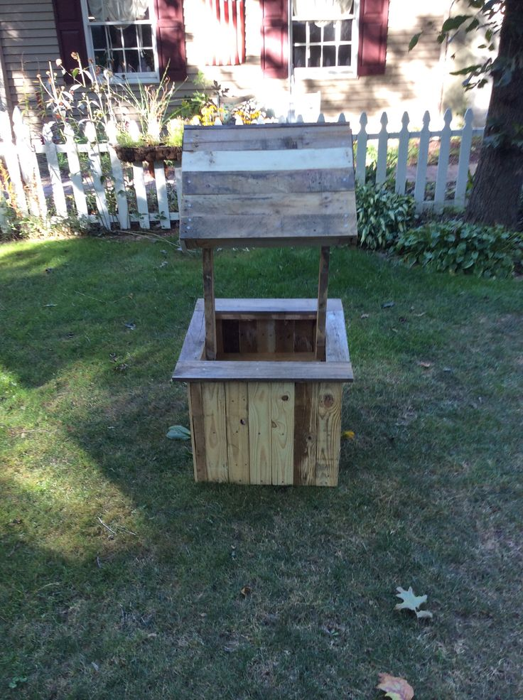 How To Build A Wishing Well From Pallets - WoodWorking Projects & Plans