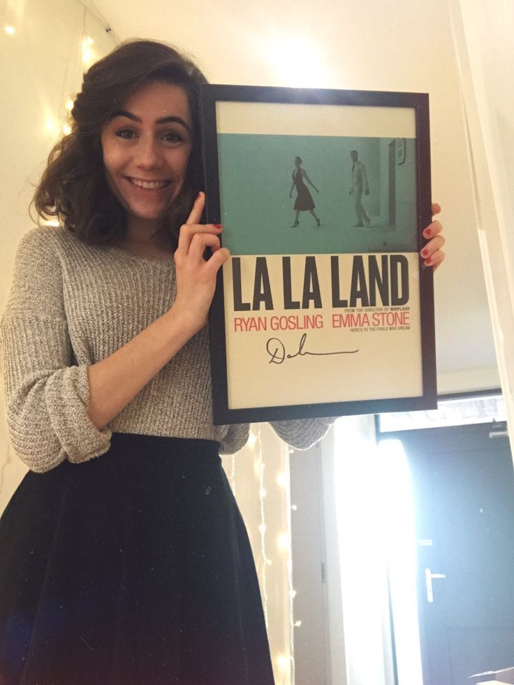 SHE'S IN LOVE WITH LA LA LAND YESSS DODES