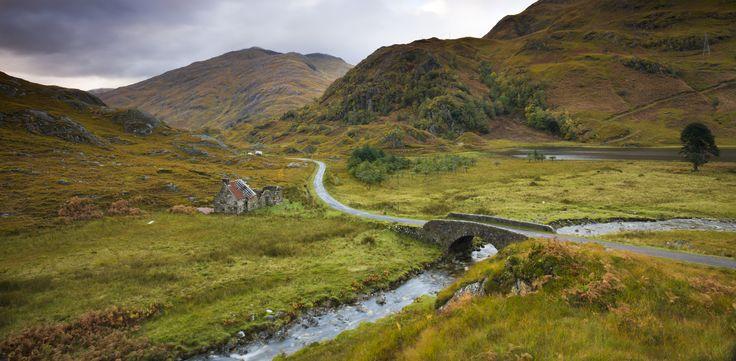 Rijden door de Schotse Hooglanden is een feestje, maar kan ook best wel pittig zijn, merkte ik tijdens mijn roadtrip over de North Coast 500. Vijf tips!