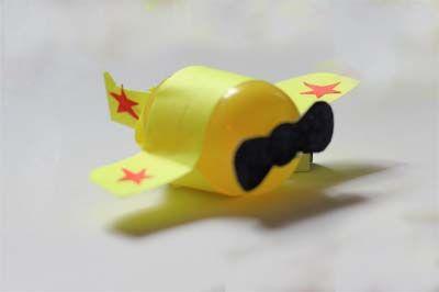 Поделки с детьми. Самолетики из киндеров | Детский спортивный комплекс Ранний старт в Украине