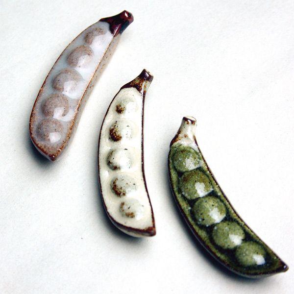 さやえんどうの箸置き 粉引 - 食器通販サイト『器の店 Furari』  Blut's Official Web Store