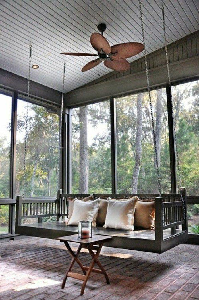 véranda moderne avec un balancelle avec un toit gris, murs en verre