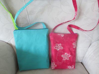Käsin ja koneella:  Kesäisiä laukkuja   Nämä pienet laukut on pyydet...