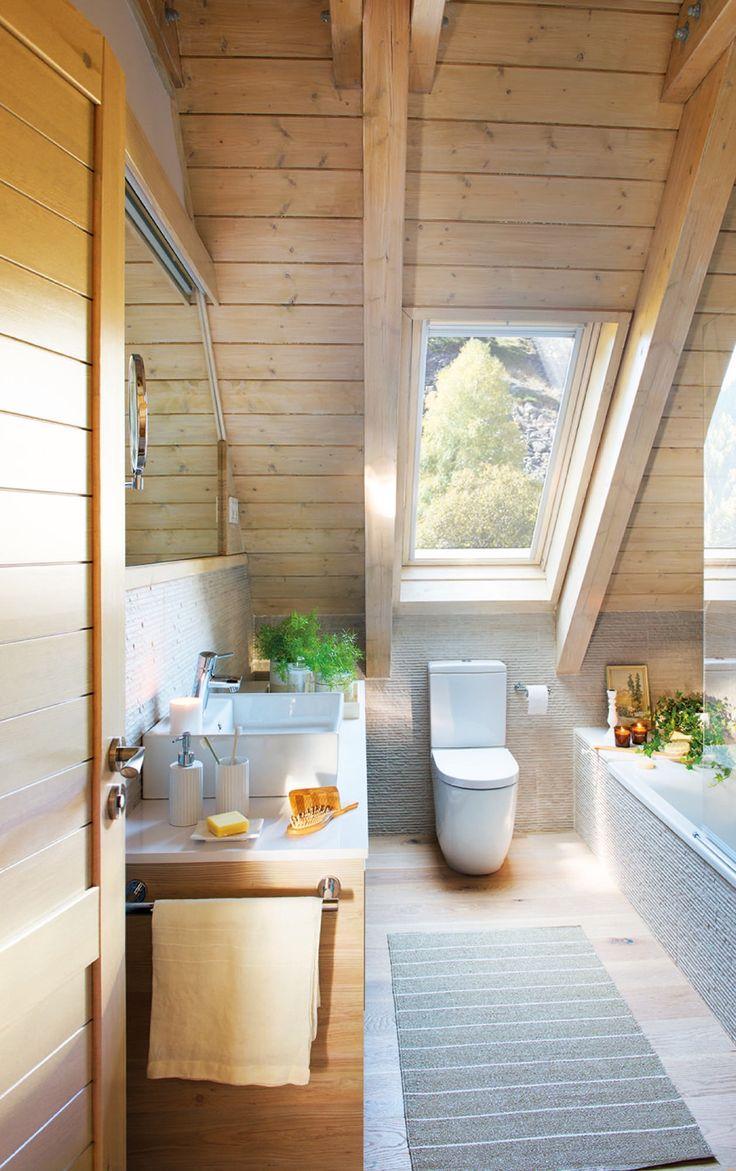 Ba o abuhardillado de un piso rustico estilo n rdico for Banos rusticos de madera