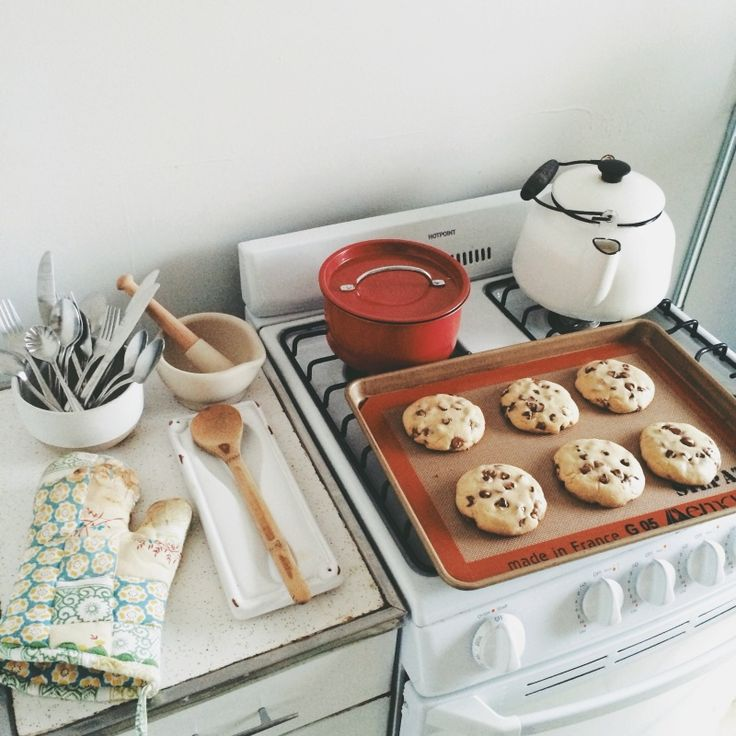 kitchen, cooking, baking, gas cooker, simple, home, interior, white, cookies, kettle, photography