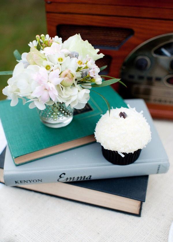 1000 id es sur le th me centres de table de livre sur pinterest centres de - Petit bouquet de table ...