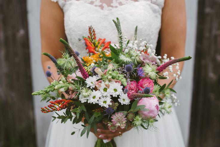 romantic summer wedding bouquet wild flowers Julia Lillqvist | Anna and Jani | Bröllop Stundars | http://julialillqvist.com