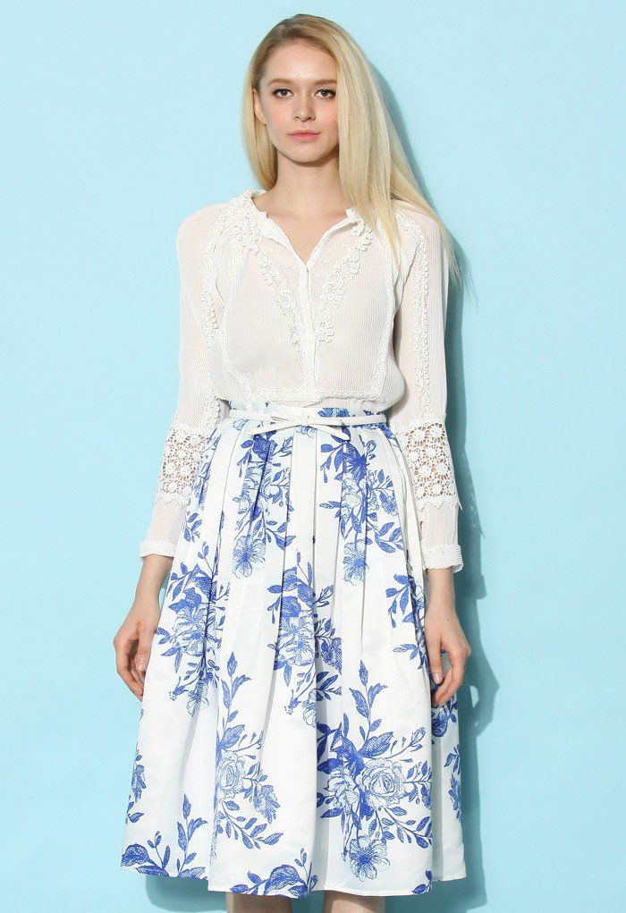 Our blue floral sketch pleated skirt is the perfect semblance of the finest China your eyes have ever glazed over! Step into this skirt, then glance into the mirror with pure confidence before gracing the city with the elegance of ten poised queens!   - Side zip closure with hook - Gentle pleats from waist - Full lined - 100% Polyester - Machine washable  Size(cm) Length Waist XS        63    62 (Petite) XS       73    62 S        73    66 M      …