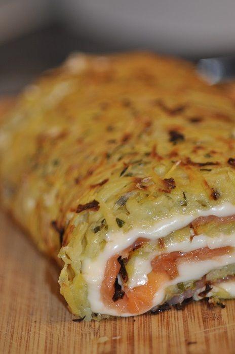 Roulé de pommes de terre au saumon fumé et fromage persillé: