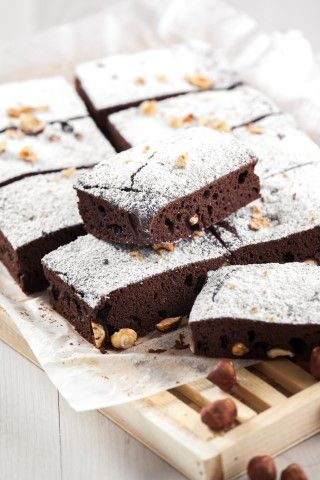 Brownie de chocolate e avelãs - TeleCulinária 1871 - 16 de Fevereiro 2015 - Disponível em formato digital: www.magzter.com Visite-nos em www.teleculinaria.pt