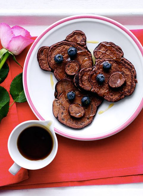 Make your Mum smile with these adorable Chocolate Mini Teddy Bear Pancakes. Fun to make and delicious to eat!